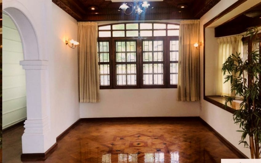 Five-Bedroom House in Bahan